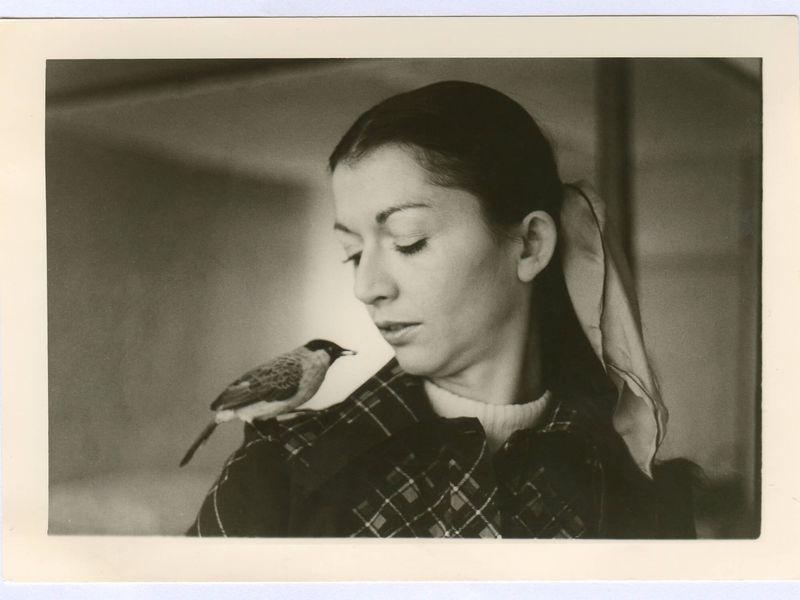 Françoise Delord et son oiseau à Paris - L'histoire du ZooParc de Beauval
